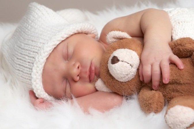 Neonato Dorme Solo In Braccio.Fermo Posta Ostetrica Ancora Sul Sonno Del Neonato