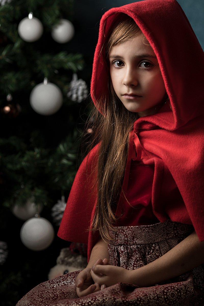 Foto Natale Honey fotografia bambina con mantellina rossa